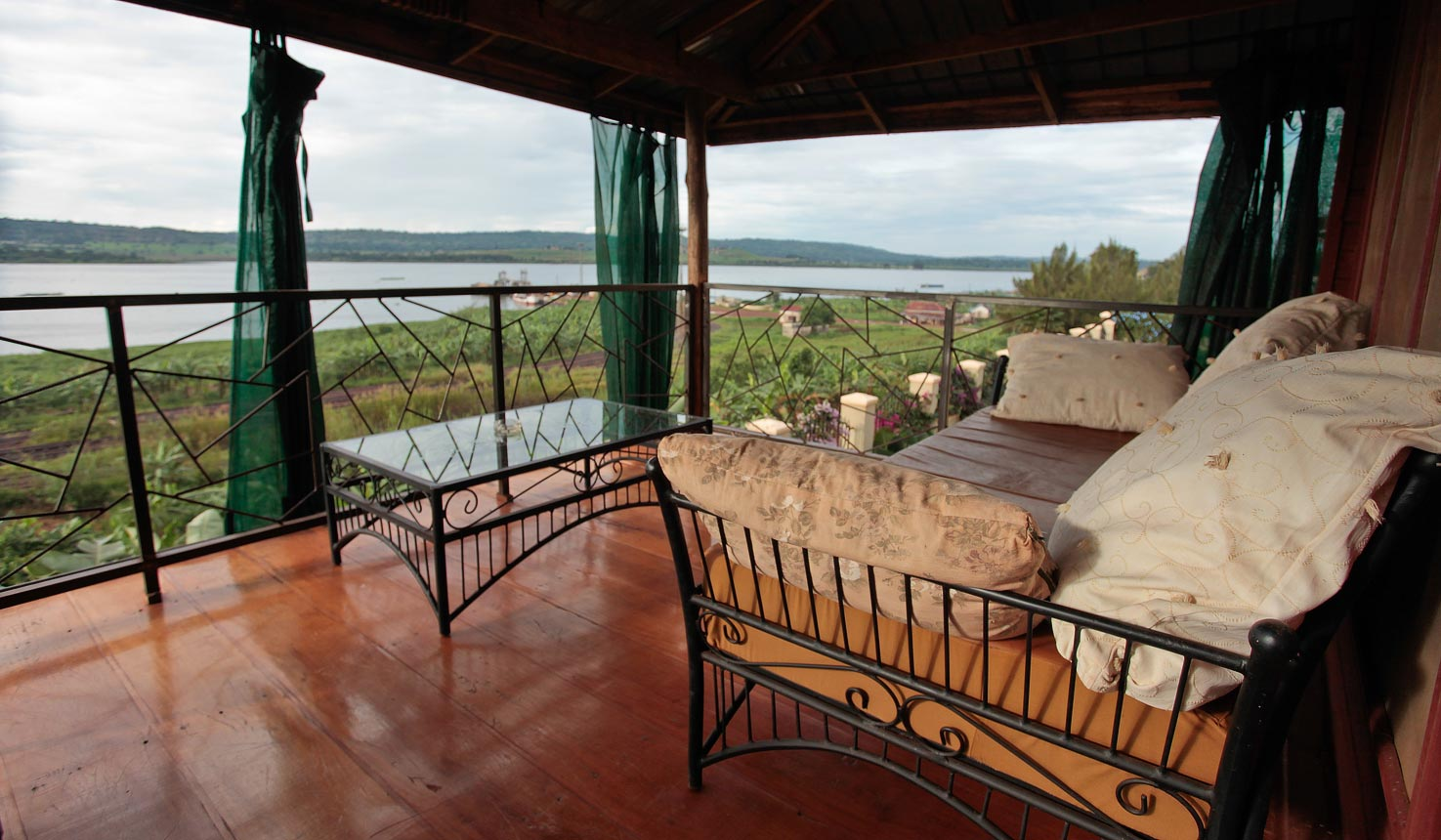 Gately On Nile Lodge - Lakeside View Cottage rental - Accommodation in Jinja